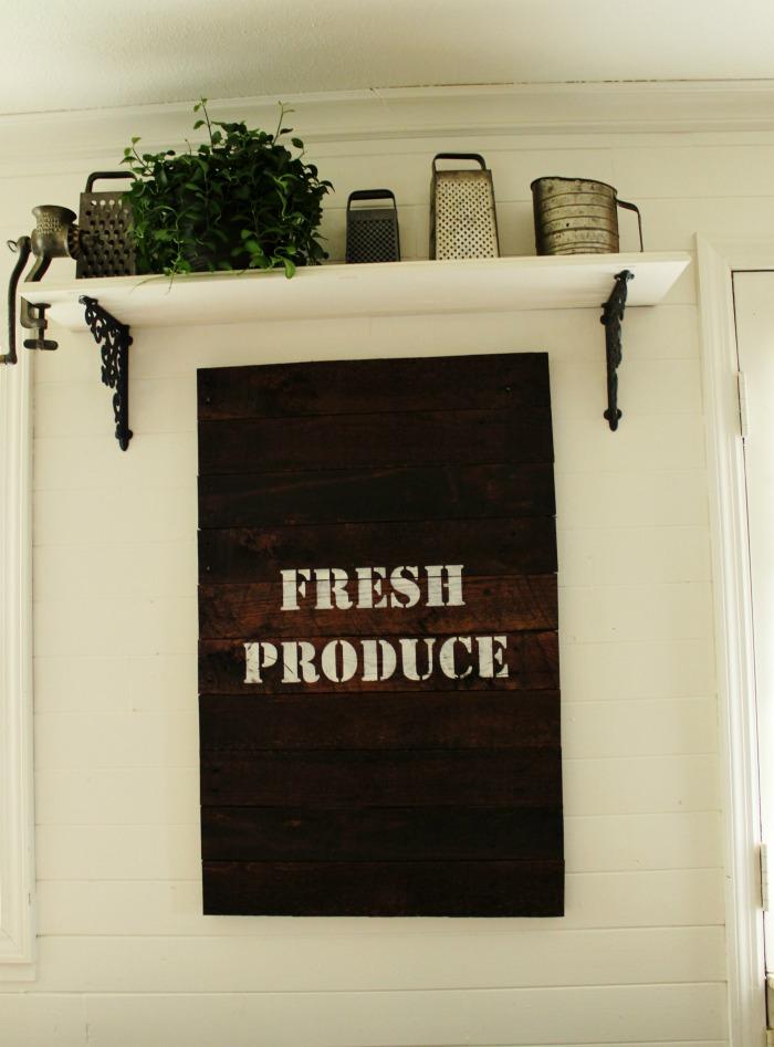 DIY Fresh Produce Farmhouse Pallet Wood Sign