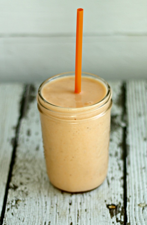 Carrot Pineapple Banana Breakfast Smoothie | www.knickoftime.net #knickoftime #breakfast #smoothie