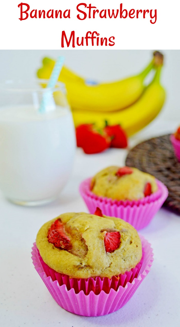 Homemade Banana Strawberry Muffins by Knick of Time | www.knickoftime.net | #knickoftime #baking #breakfast #muffins