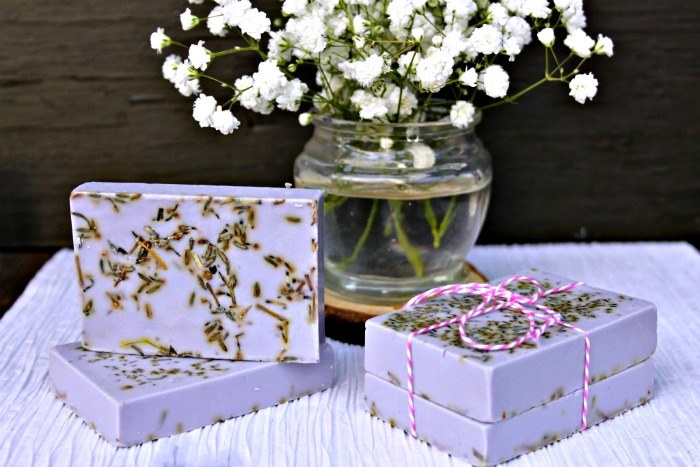 This Lavender Rosemary Essential Oil Soap recipe is easy and quick, can be made with kids, and can be used right away.  It smells Springtime fresh too! Recipe at Knick of Time | www.knickoftime.net #KnickOfTime #handmadesoap