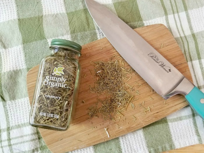 Make your own handmade Lavender Rosemary Essential Oil Soap! It's so easy and smells wonderful. Directions at Knick of Time | www.knickoftime.net