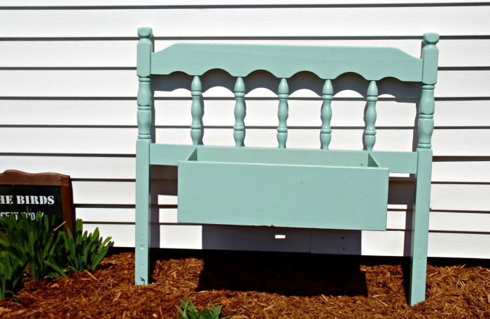 Turn an old headboard and a salvaged drawer in a farmhouse flower planter! See how at Knick of Time | www.knickoftime.net #KnickOfTime #gardenproject