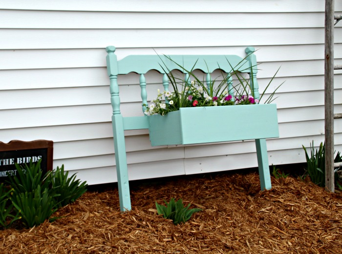 Make this Repurposed Headboard Farmhouse Flower Planter! It's so easy! Learn how at Knick of Time | www.knickoftime.net #KnickOfTime #repurposed #gardenproject