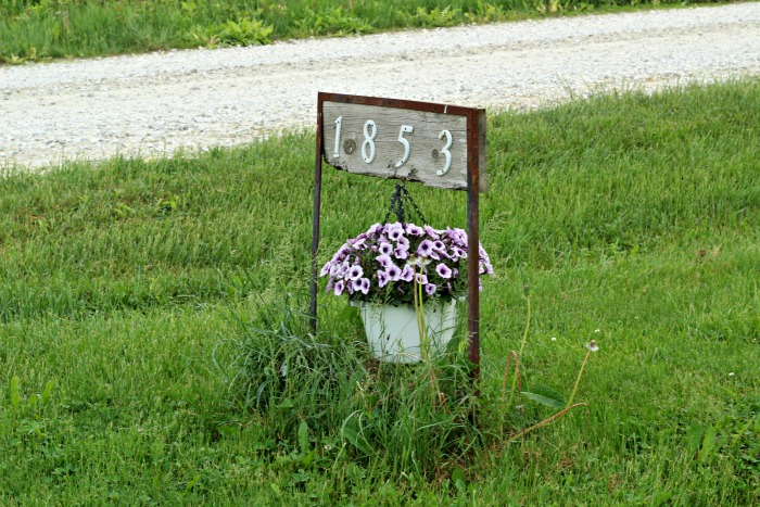 House Numbers Address Sign Hanging Planter | www.knickoftime.net