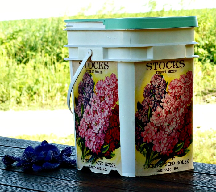 Repurposed Plastic Bucket to Garden Supplies Caddy Tutorial at Knick of Time   www.knickoftime.net #KnickofTime #repurposed #upcycled #bucket #gardening #tote #garden