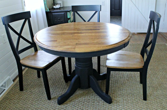 Refinished Thrift Store Farmhouse Pedestal Table #KnickofTime #farmhousekitchen | www.knickoftime.net