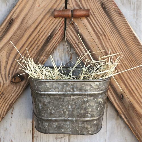Farmhouse style Galvanized Hanging Bucket Planter | www.knichoftime.net