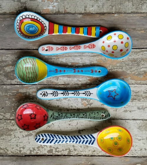 Hand-Painted Stoneware Spoons |www.knickoftime.net