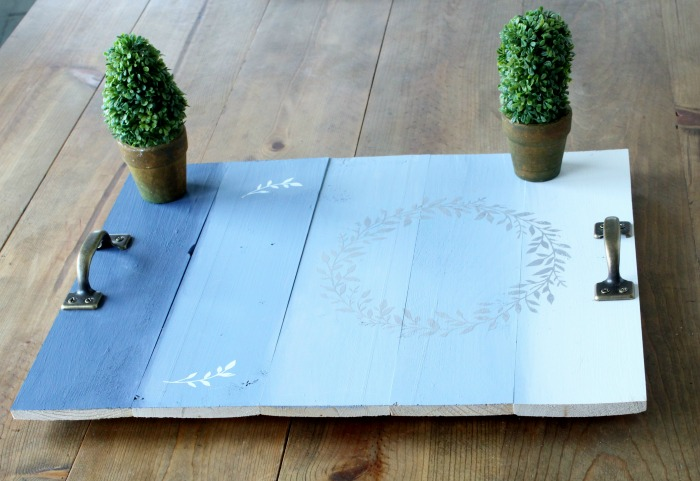 DIY Ombré Effect Pallet Tray Using Chalk Finish Paint by Knick of Time Farmhouse Decor blog | knickoftime.net