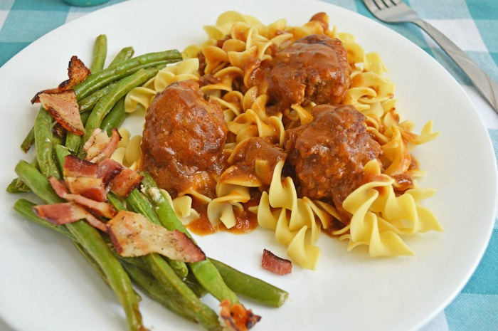 Fall Meal | Salisbury Steak Meatballs with Bacon Roasted Green Beans Recipe | knickoftime.