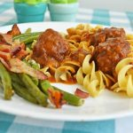 Salisbury Steak Meatballs with Bacon Roasted Green Beans Recipe | knickoftime.net