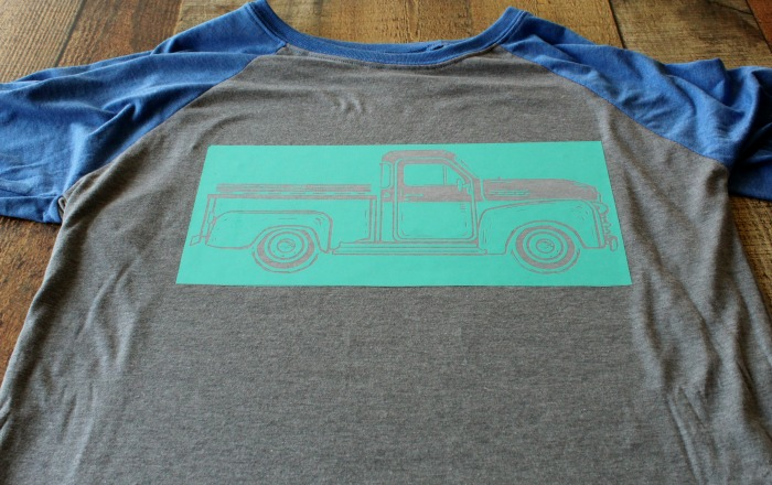 How to Make a DIY Vintage Truck DIY T-Shirt: Chalking Series, Project 10 at Knick of Time | knickoftime.net