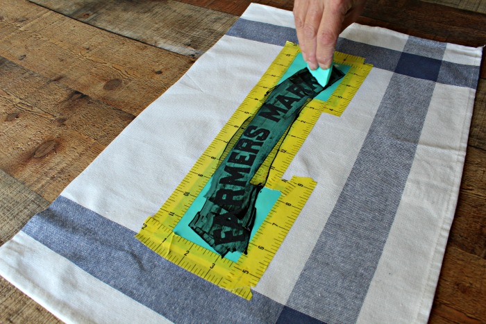 How to Make a Chalk Couture Farmhouse Style Ikea Elly dish towel tutorial at Knick of Time | knickoftime.net