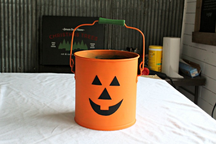 Jack O' Lantern Halloween Treat Bucket from an Old Bucket | knickoftime.net
