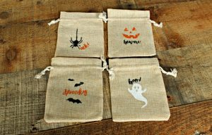 Make some adorable Halloween treat bags in minutes with the Chalk Couture Halloween Fun Transfer set. Kids will love getting one with goodies tucked inside! | knickoftime.net