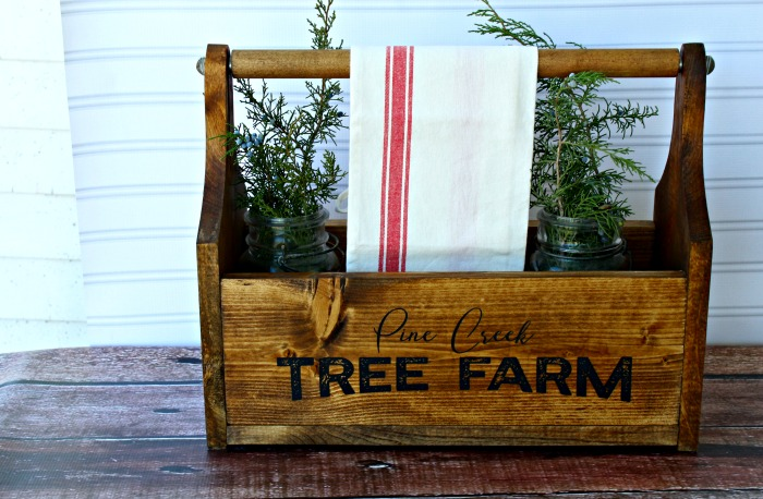 Create your own Farmhouse Wood Tote with designs on the sides! Tutorial at Knick of Time | knickoftime.net