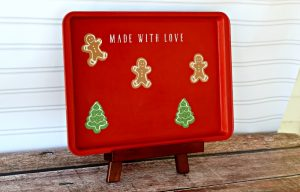 Create this adorable Christmas Cookie Sheet Upcycled Memo Board! It's super easy with a Chalk Couture adhesive transfer and chalk paint. Learn how at Knick of Time | knickoftime.net