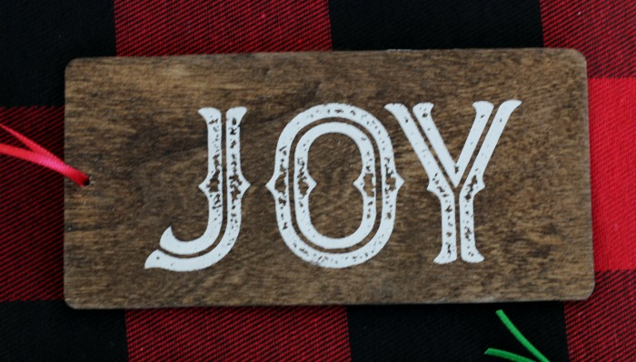 Joy Christmas wood painted tag gift tie-on by Knick of Time | knickoftime.net