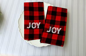 Make these beautiful DIY No-sew Buffalo Check JOY Christmas Cloth Napkins in minutes! Directions at Knick of Time | knickoftime.net