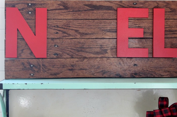 Make a Pallet Wood Christmas Noel Sign DIY at Knick of Time | knickoftime.net
