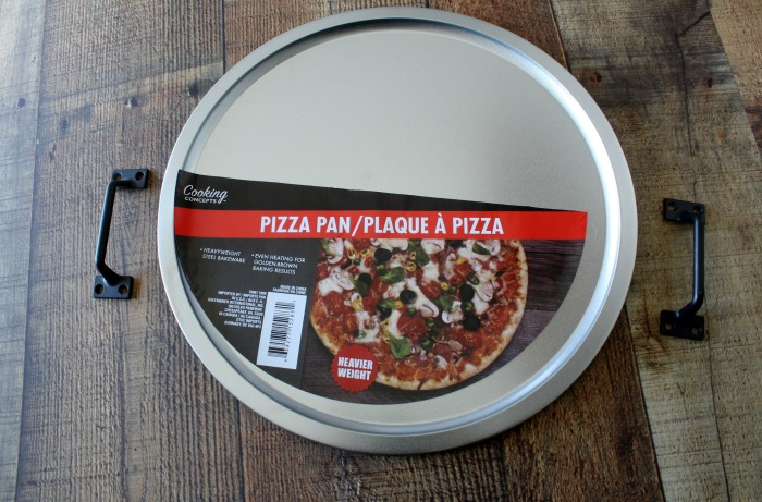 Create the cutest Mom's Diner Tray on a Dollar Tree Pizza Pan using Chalk Couture! It has such retro nostalgic charm. See how at Knick of Time / knickoftime.net