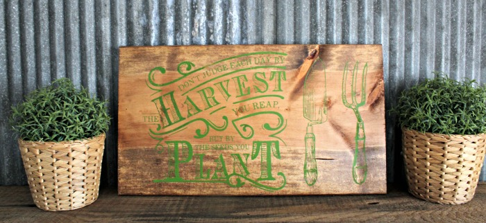 Harvest Wood  Sign made with Chalk Couture by Knick of Time |#homedecor  #chalkart  #chalkcouture  #diy #diyhomedecor