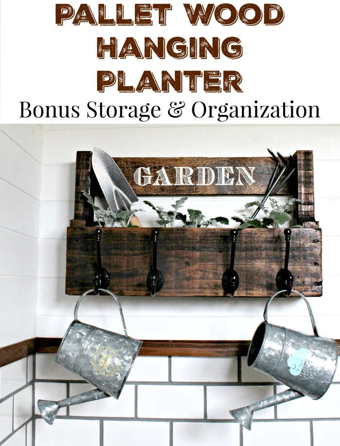 DIY rustic farmhouse style pallet wood hanging planter by Knick of Time / knickoftime.net