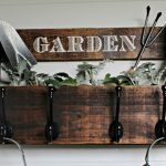 Wood Pallet Garden Rack with Bonus Storage y Knick of Time / knickoftime.net