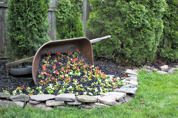 DIY TIPPED WHEELBARROW PLANTER