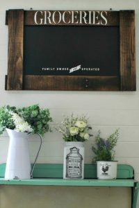 Farmhouse kitchen DIY pallet frame chalkboard by Knick of Time