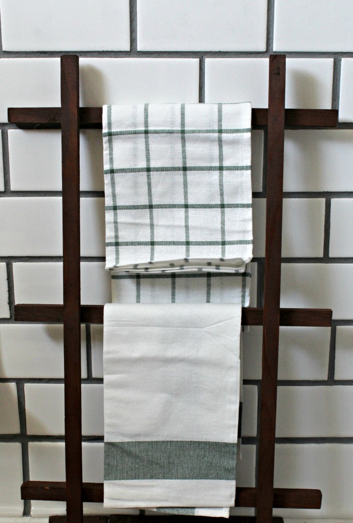 Farmhouse Mini Towel Ladder by Knick of Time