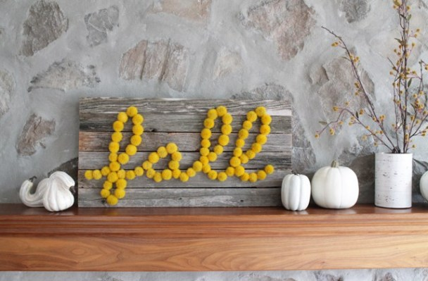 DIY Pom Poms Fall Sign