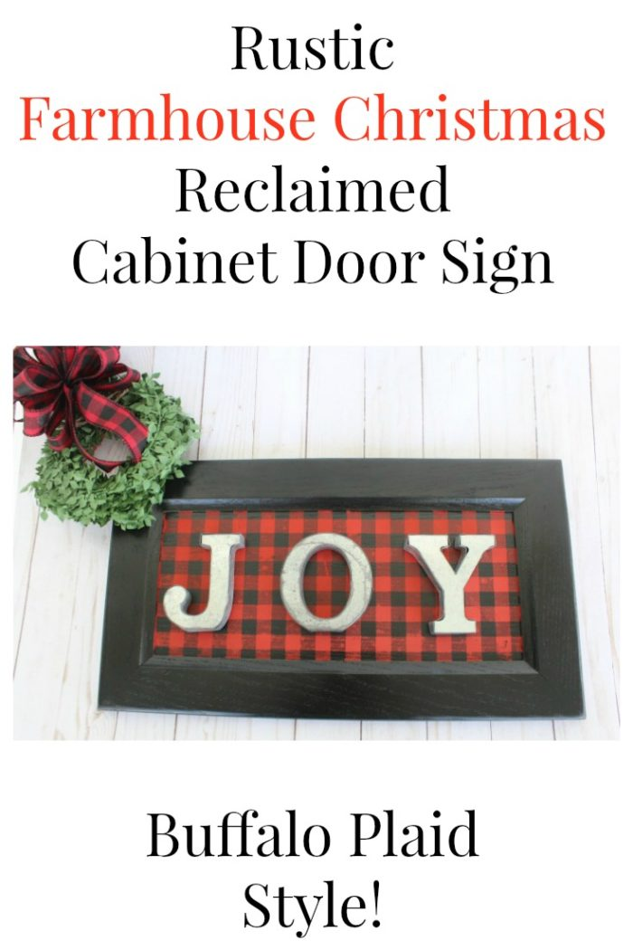 Create a rustic Farmhouse Christmas Cabinet Door Sign It will look amazing on your wall, but could even be used as an alternative to a wreath with this upcycling idea from Knick of Time. | www.knickoftime.net