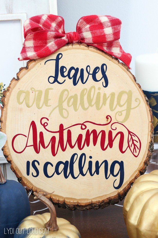 DIY REVERSIBLE WOOD SLICE FALL SIGN INTO CHRISTMAS SIGN